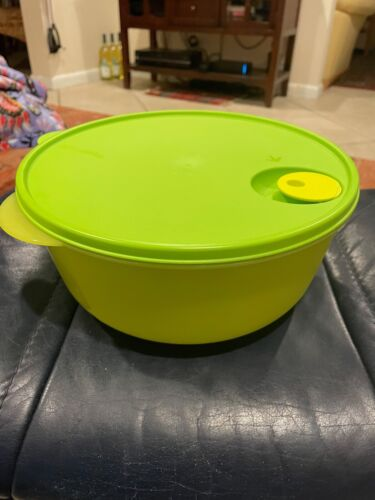 Tupperware Crystalwave Large 4qt Microwave Bowl Green Microwave Safe New