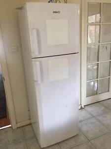 Beko fridge - net volume 294L