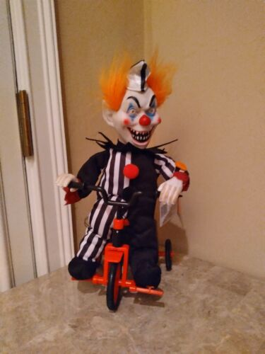 ANIMATED HAUNTED CREEPY CLOWN TRICK OR TREATER ON TRICYCLE MUSIC HALLOWEEN PROP