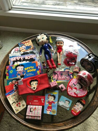 COLLECTIBLE Betty Boop  pieces  (20 pieces total)