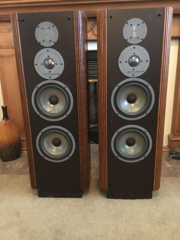 Infinity RS4b Speakers - Near Mint Condition