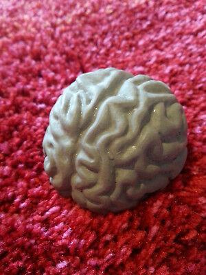 Beton kleines Gehirnmodell Zombiegehirn Vintage Halloween Anatomie Betonskulptur