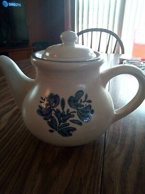 *SALE*  Teapot off-white/blue.