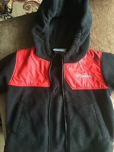 Columbia boy's hooded sweater size 3T. AVAILABLE