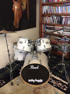Beautiful Pearl Vision Drum Kit