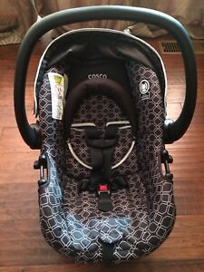 Baby infant carrier car seat EUC with base