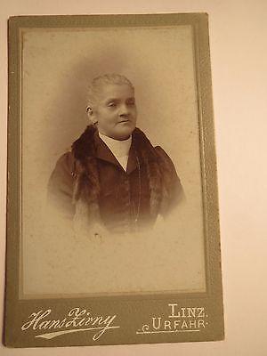 Linz - Urfahr - ältere Frau mit Pelz-Schal - Portrait / CDV
