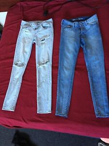 2 pairs of skinny jeans