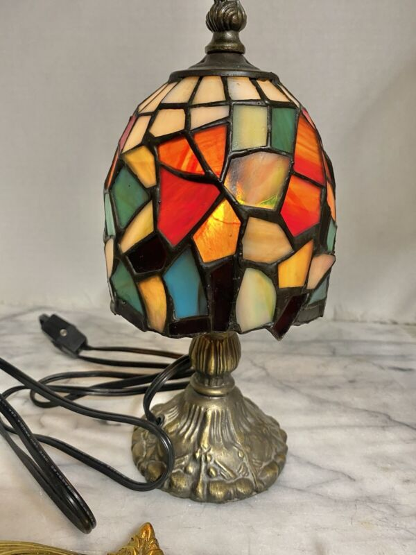 Small Brass lamp stained glass Mosaic shade Table Ornate Plug-in Colorful