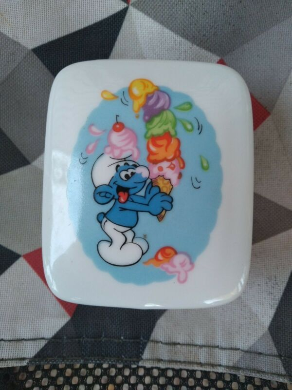Smurf Ceramic Porcelain/ Wallace Berrie & Company 1982 Trinket box Collectables