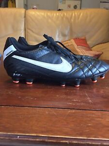 Men's Nike Tiempo Soccer Cleat (Size 11)