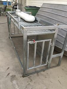 Dog box/hanging rack/pig hunting Roma Roma Area Preview