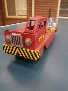 1940s Vintage Tin Red Truck/Crane...S&E COMPANY...Made in Japan Hoppers Crossing Wyndham Area Preview