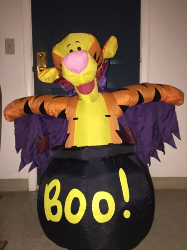 """Inflatable Tigger Halloween Vampire Boo 42"""""""