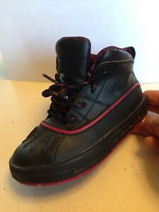 Nike ACG boots high top sneakers size 9 girls