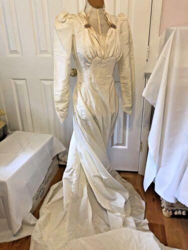 Vintage 1940 Taffeta Wedding Gown With Train Ivory