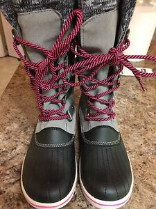Ladies size 9 Banff trail winter boots