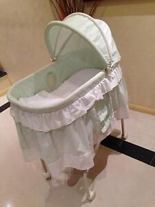 Very good clean condition baby bassinet for sale Westlake Brisbane South West Preview