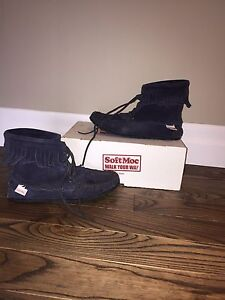 Soft Moc ladies  size 9.5-10 Moccassins navy blue