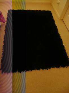 Black Shag Pile Rug in great condition