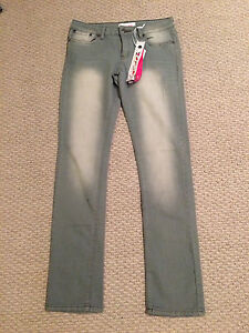 Women/Girl- lot of clothing size 5 women's/youth- see pics London Ontario image 4