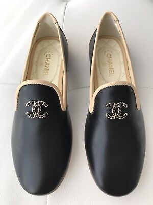 $750 CHANEL CC LOGO BLACK AND BEIGE LEATHER LOAFERS MOCCASINS SHOES size 34