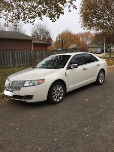 2010 LINCOLN MKZ AWD - LOW KMS, CERTIFIED & WINTER TIRES