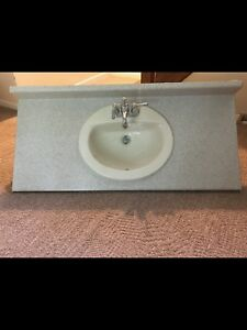 Bathroom Vanity Top - Excellent Condition !
