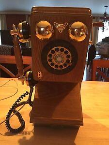 Téléphone touch tone style antique