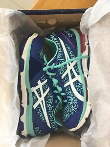 NEW WOMENS ASICS NETBURNER NETBALL SHOES.  Sz 8 Oxenford Gold Coast North Preview