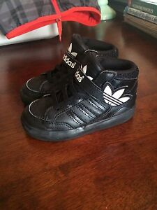Like-new Adidas sneakers size 7