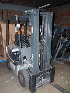 Fork Lift 1.8 tonne Battery Electric 3 stage 4.75m Container Mast