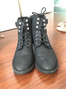Women's lace-up winter boots