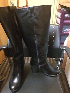 Black leather boots - BRAND NEW
