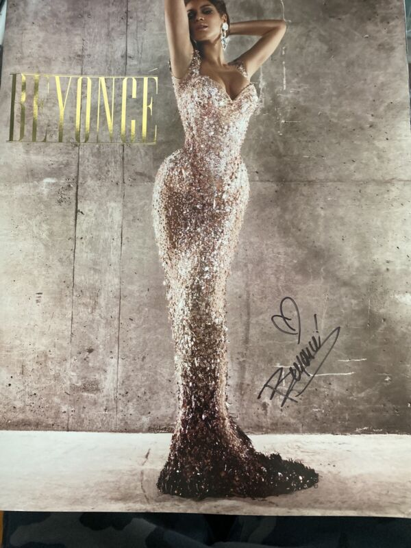Beyonce I Am 2009 Tour Book (Autographed)