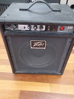 PEAVEY MAX110 BASS 20W GUITAR AMP IN VERY GOOD CONDITION