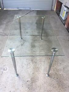 Free glass dining table Mayfield West Newcastle Area Preview