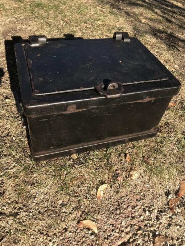 Rare ANTIQUE VTG Cast Iron Strong BOX SAFE 1890s STAGECOACH Wagon WELLS FARGO