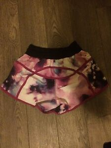 Lululemon shorts size 4  London Ontario image 1