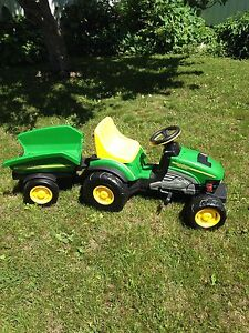 John Deere Farm Tractor with Trailer Ride-on Pedal tractor