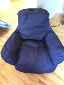 Black child's bag chair