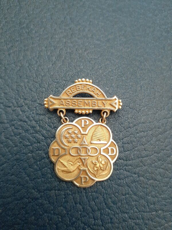 IOOF Daughters of Rebekah Assembly Pin Medal 10k gold Beehive Dove Stars