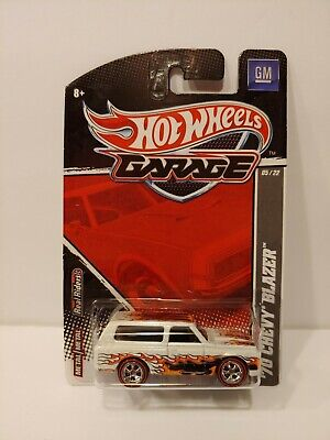 Hot Wheels Garage set exclusive '70 Chevy Blazer white Real Riders MINT