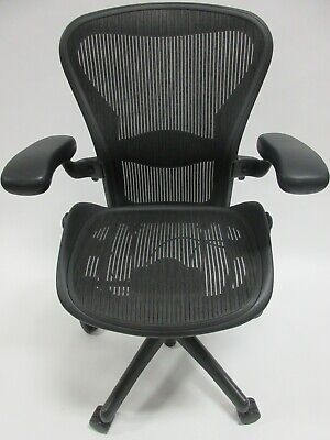 Herman Miller Aeron Chair - Size B In Excellent Condition - Manufactured In 2013