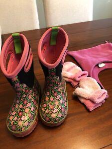 Girls bogs. Winter mitts