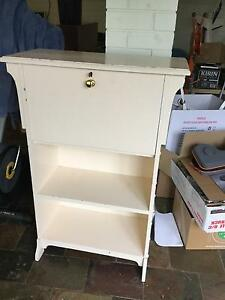 Childs desk for sale Bridgewater Adelaide Hills Preview