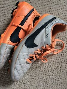 Nike tiempo size 5 soccer cleats