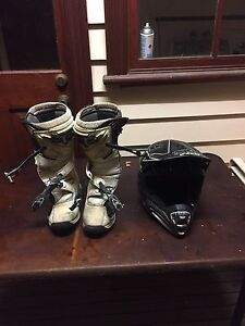 Mottorcross helmet and boots Ormond Glen Eira Area Preview