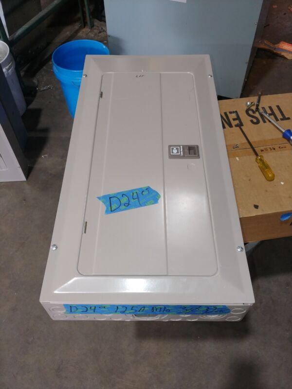 CUTLER HAMMER 125A MLO LOAD CENTER 32 CIRCUIT 3 PHASE