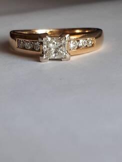 Stunning diamond ring - Valued $5025